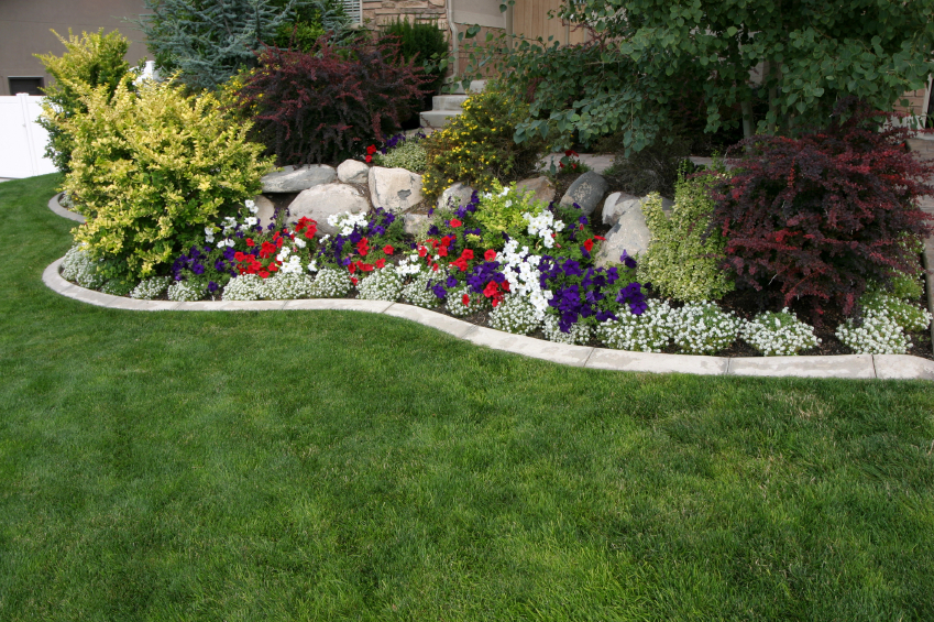 Landscaping labrie property maintenance and landscaping for Backyard flower bed ideas
